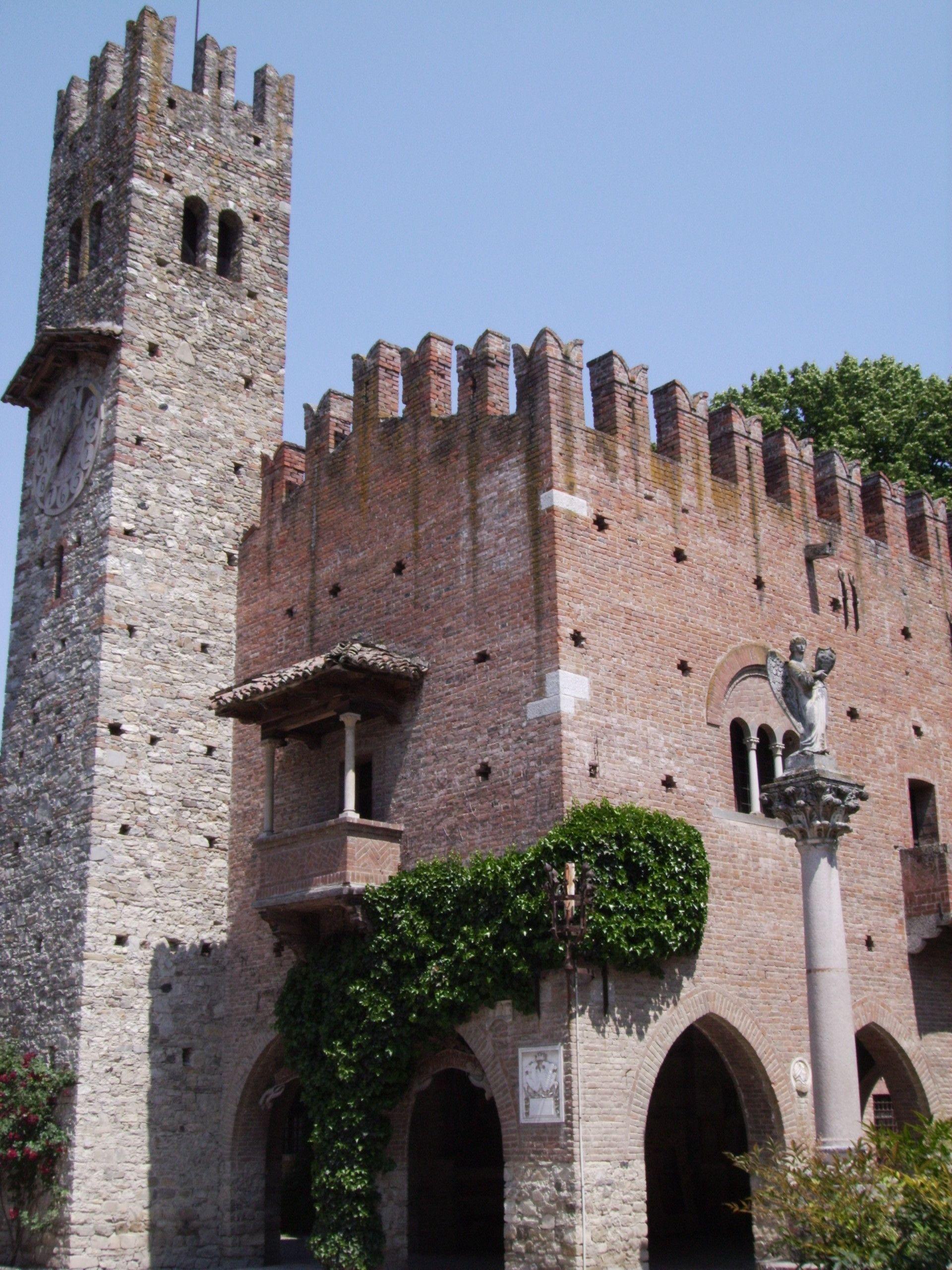 Palazzo dell'Istituzione Grazzano Visconti