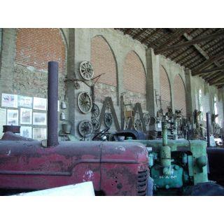 Mostra permanente di attrezzi agricoli nella Cortevecchia di Grazzano Visconti